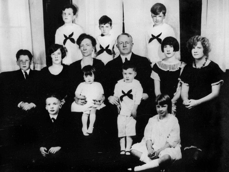 The entire Gilbreth family, 1925